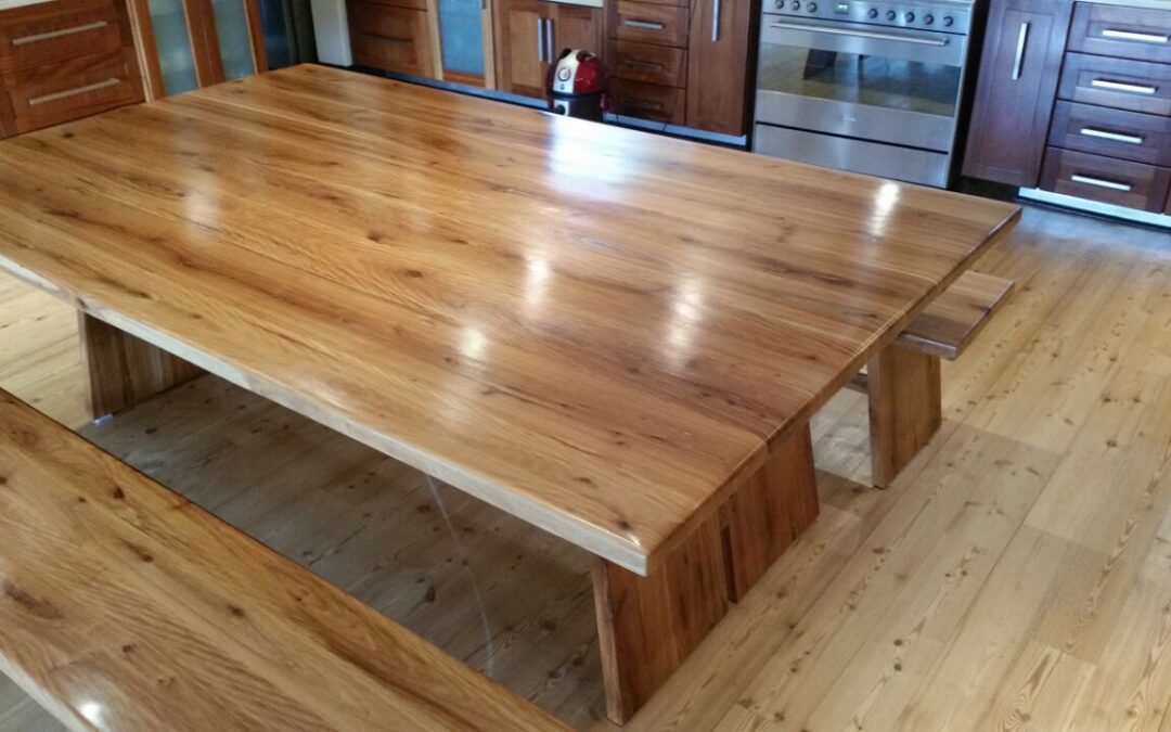 How To Choose The Style Of Your Solid Wood Table